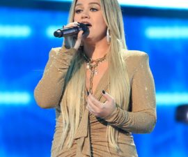 rs_1200x1200-201014171709-1200.2-performance-kelly-clarkson-2020-billboard-music-awards-red-carpet.ls.jpg